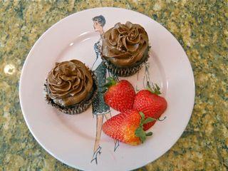 2 choc cupcakes